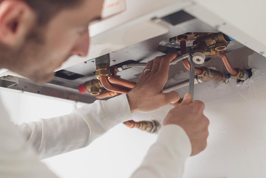 Instalación y reparación de termos eléctricos de agua caliente